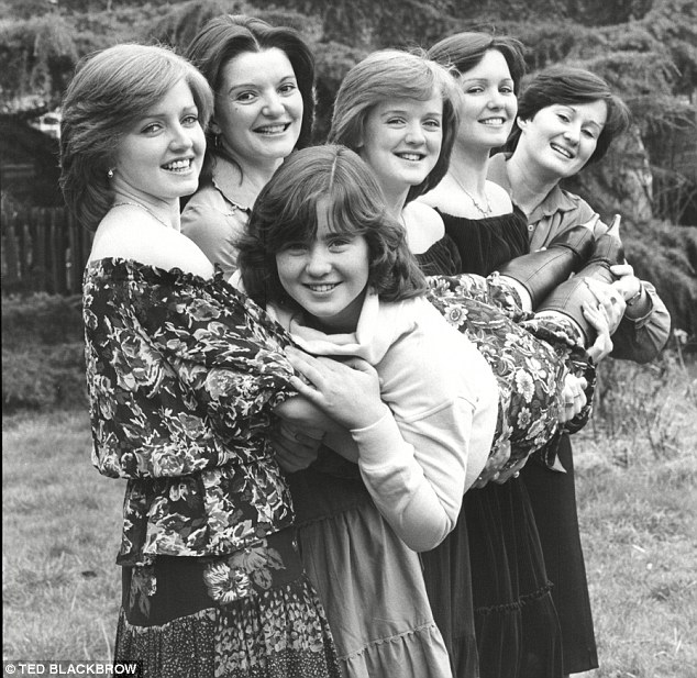 The Nolans-Gotta Pull Myself Together17.jpg